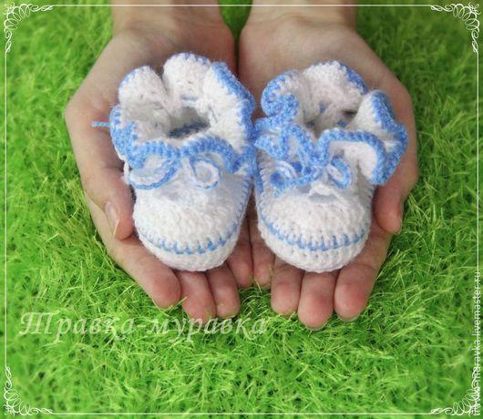 Для новорожденных, ручной работы. Ярмарка Мастеров - ручная работа. Купить Пинетки для новорожденных бело-голубые с рюшами. Handmade.