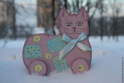Кошка-каталка, деревянная игрушка ручной работы декорированая