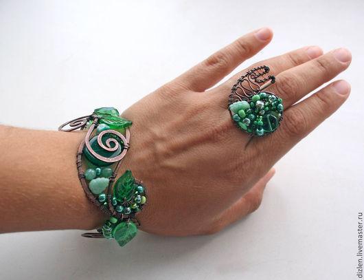 комплект из меди ручной работы браслет и кольцо натуральные камни стеклянная бусинаулитка зеленый зелень листья оригинальный  купить wirewrap медный