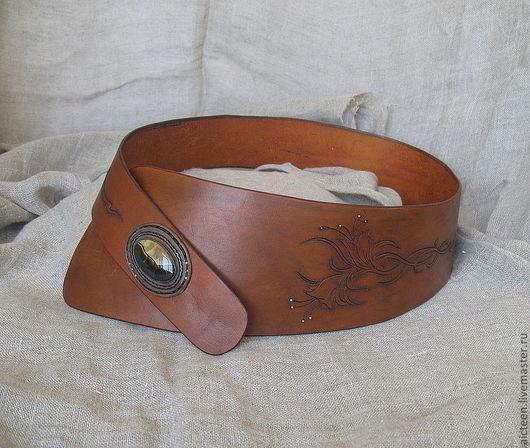 Пояса, ремни ручной работы. Ярмарка Мастеров - ручная работа. Купить Ассиметричный пояс с гравировкой и камнем. Handmade. Рыжий