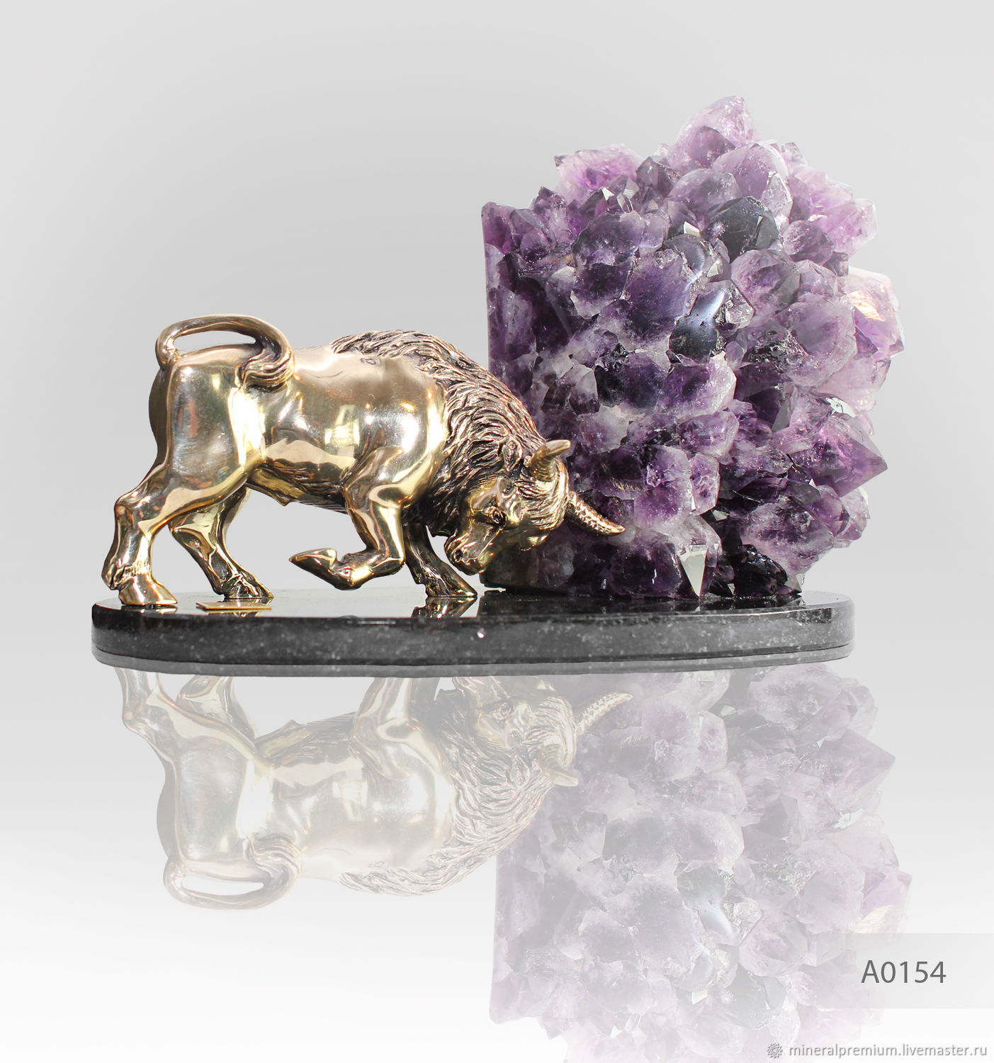 Taurus /Bull in FENG SHUI - a symbol of confidence, power and determination. Amethyst stabilizes the space and gives new impetus to the relations