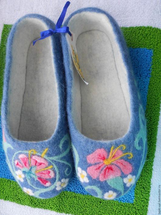 """Обувь ручной работы. Ярмарка Мастеров - ручная работа. Купить Тапки валянные """"Нежность"""" прекрасный подарок маме). Handmade. Голубой"""