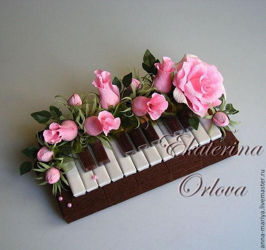Персональные подарки ручной работы. Ярмарка Мастеров - ручная работа. Купить Музыканту... (букет из конфет (роз.)). Handmade. Розовый