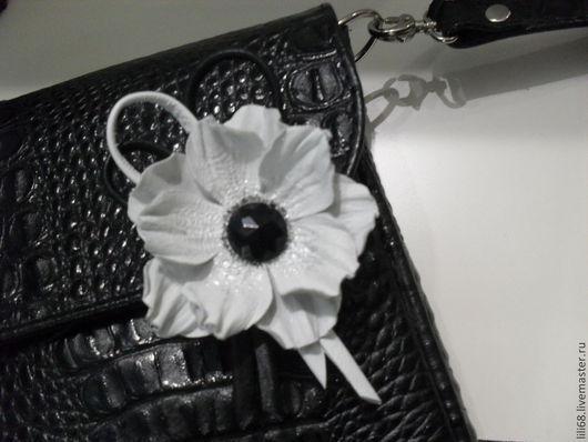 Броши ручной работы. Ярмарка Мастеров - ручная работа. Купить Цветы из кожи. Белое и черное.. Handmade. Чёрно-белый