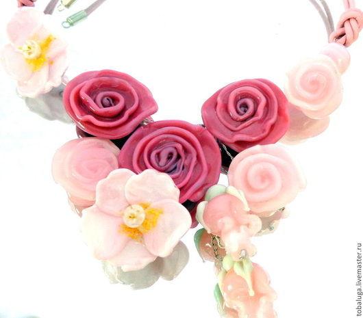 Колье, бусы ручной работы. Ярмарка Мастеров - ручная работа. Купить Колье Аромат роз в технике лэмпворк.. Handmade.