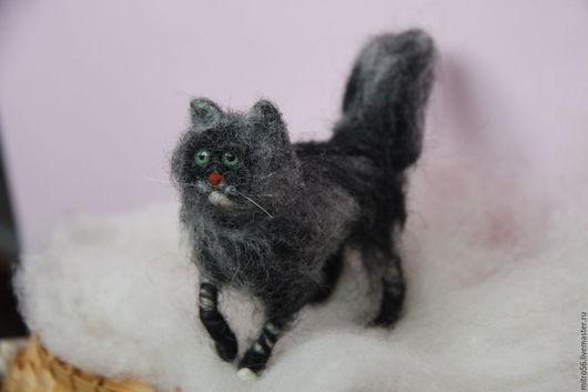 Игрушки животные, ручной работы. Ярмарка Мастеров - ручная работа. Купить котик из шерсти. Handmade. Темно-серый, валяный котик