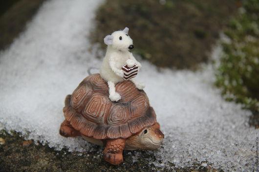 Персональные подарки ручной работы. Ярмарка Мастеров - ручная работа. Купить Тише едешь-дальше будешь...мышонок на черепахе!). Handmade.