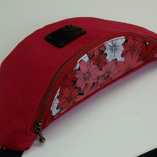 """Женские сумки ручной работы. Ярмарка Мастеров - ручная работа. Купить Сумка на пояс """"красные цветы"""". Handmade. Поясная сумка"""
