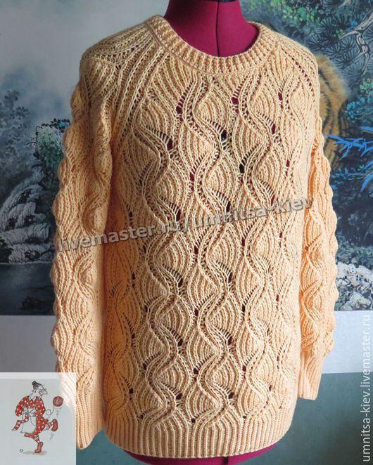Фото. Вязаный ажурный женский свитер «Абрикосовое мороженое» связан оригинальным узором.