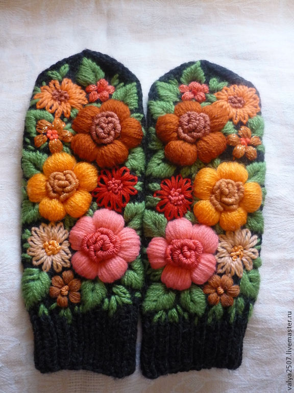 Mittens with embroidery 'Sunny a Firebolt', Mittens, Gribanovsky,  Фото №1