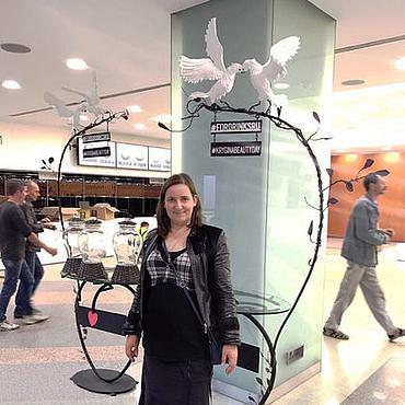 Для дома и интерьера ручной работы. Ярмарка Мастеров - ручная работа Стол кованный с фигурками белых голубей. Handmade.