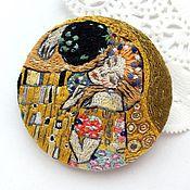 Украшения handmade. Livemaster - original item Brooch-pendant on the fragment of a painting Klimt Kiss. Handmade.