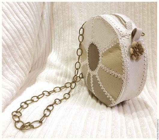 Женские сумки ручной работы. Ярмарка Мастеров - ручная работа. Купить Круглая мини-сумочка из натуральной кожи. Handmade. Белый