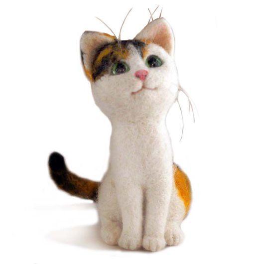 Игрушки животные, ручной работы. Ярмарка Мастеров - ручная работа. Купить Кошка трехцветная Карамелька. Валяная интерьерная игрушка. Handmade.