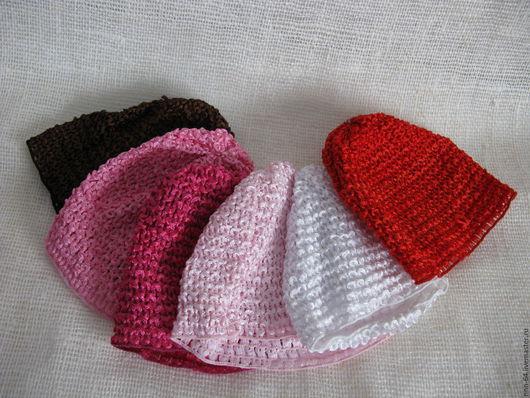 Шапочки вязаные большие для девочек. Служат как основа для создания украшения на этой шапочке. В ней голова вашего ребенка будет закрыта, и в то же время не будет жарко, так как она пропускает воздух