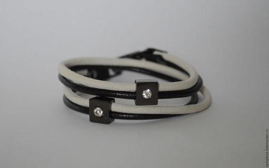 Браслеты ручной работы. Ярмарка Мастеров - ручная работа. Купить Браслет из кожаных шнуров. Handmade. Комбинированный, черный, металлическая фурнитура
