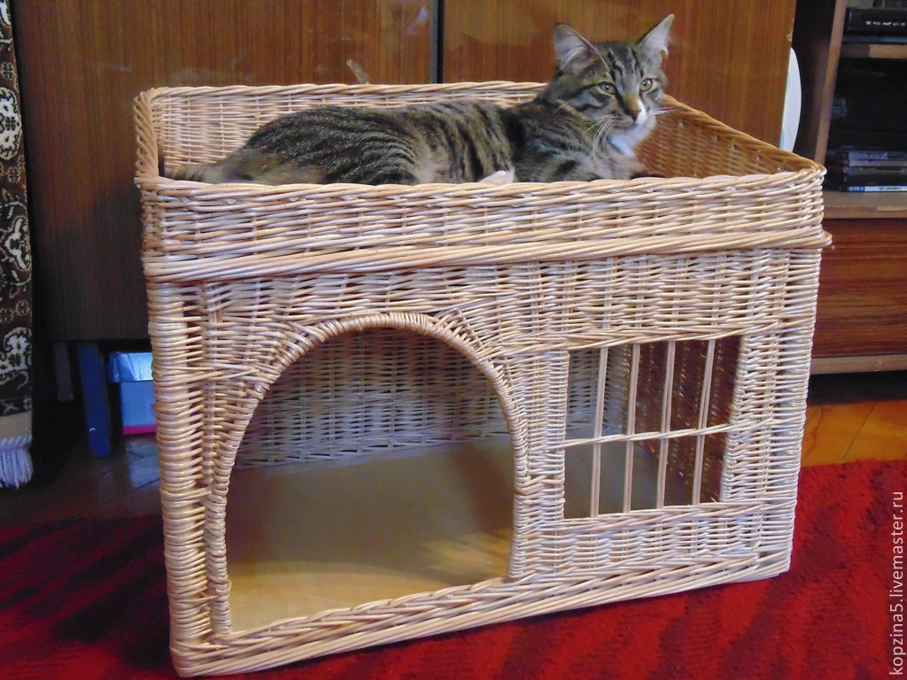 Лежанка для фото домик