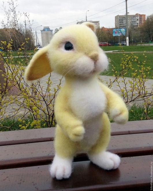 желтый, заяц, солнечный зайчик, лучик, подарок, зайчик шерстяной, зайчик душевный подарок, милый зайчик, зая, подарок дорогому человеку, войлок, зайчик валяная игрушка, красивый зайчик