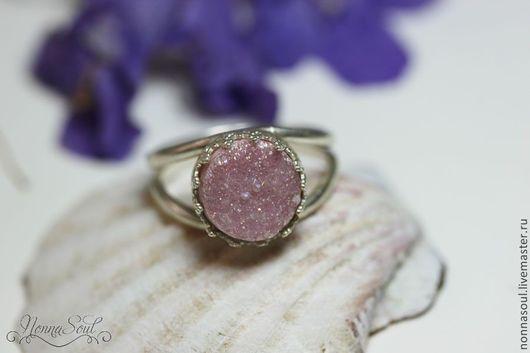 Кольца ручной работы. Ярмарка Мастеров - ручная работа. Купить Серебряное круглое кольцо с розовыми друзами кварца (маленькое). Handmade.