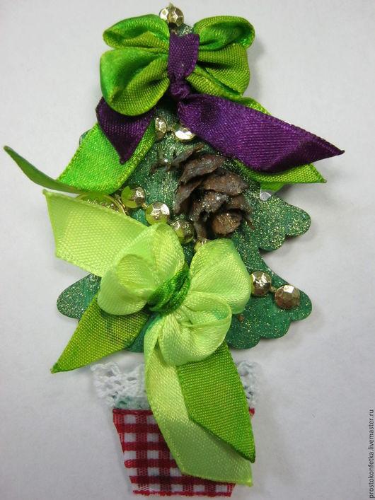 Новогодний сувенир Елочка магнит на холодильник - может служить прекрасным дополнением к основному подарку, либо совершенно самостоятельным сувениром