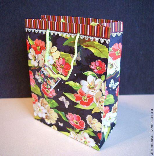 цветы и бабочки - пакет подарочный среднего размера