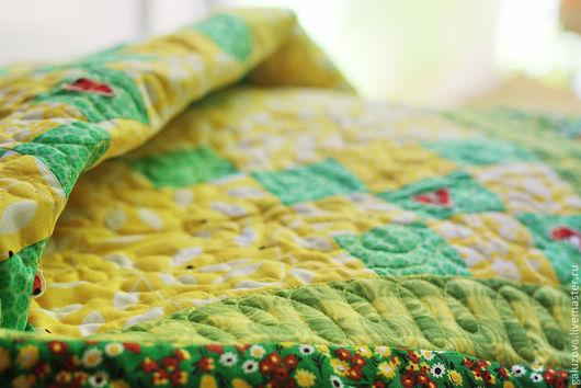 """Пледы и одеяла ручной работы. Ярмарка Мастеров - ручная работа. Купить Лоскутное покрывало """"Божьи коровки на лугу"""". Handmade. одеяло"""