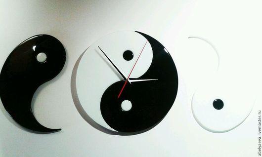 """Часы для дома ручной работы. Ярмарка Мастеров - ручная работа. Купить Часы и панно """"Инь и Ян """". Фьюзинг.. Handmade."""