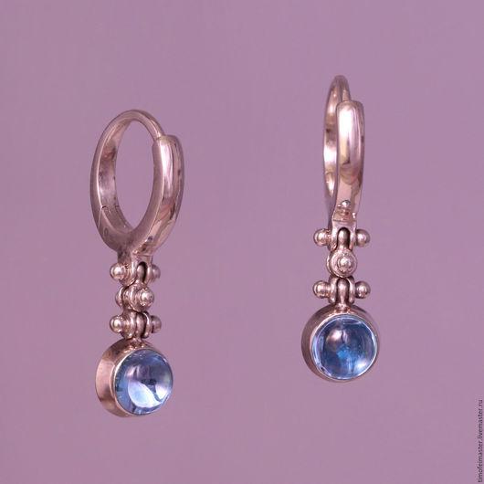 Великолепные авторские серебряные серьги с натуральными голубыми топазами. Серебряные серьги купить. Маленькие серьги - мода на все времена! Подарок на 8 Марта. Серьги из серебра купить.