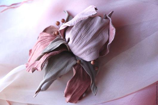 Броши ручной работы. Ярмарка Мастеров - ручная работа. Купить Цветы из кожи. Брошь из кожи Ирис розовый. Handmade.
