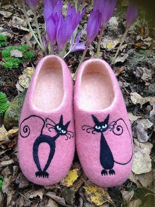"""Обувь ручной работы. Ярмарка Мастеров - ручная работа. Купить домашние валяные тапочки из натуральной шерсти """"Кисы-актрисы"""". Handmade."""