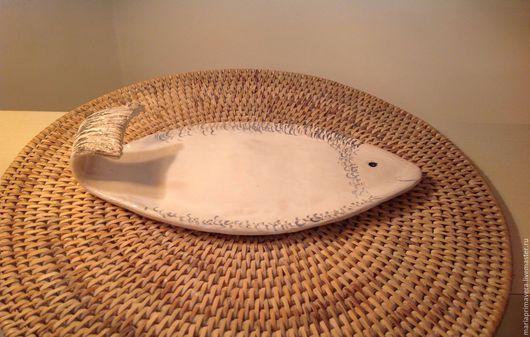 Тарелки ручной работы. Ярмарка Мастеров - ручная работа. Купить Тарелочка для рыбной нарезки Рыбка белая. Handmade. Белый, река