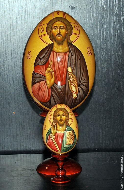 художники Сашины написали пасхальные яйца образ Спасителя в двух размерах.