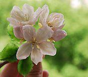 """Украшения ручной работы. Ярмарка Мастеров - ручная работа """"Весна в душе"""" , брошь с цветами яблони.. Handmade."""