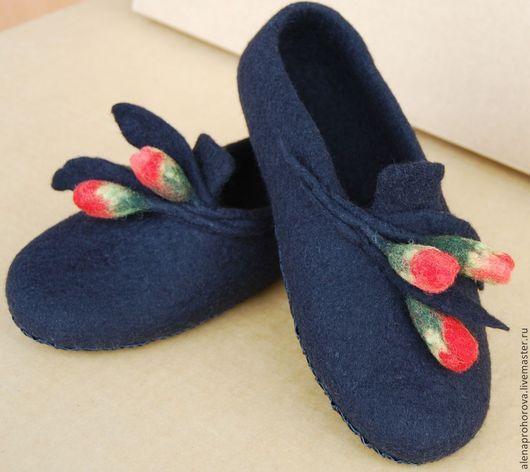 """Обувь ручной работы. Ярмарка Мастеров - ручная работа. Купить Войлочные тапочки  """"Бутоны"""". Handmade. Черный, тапочки из войлока, бутоны"""