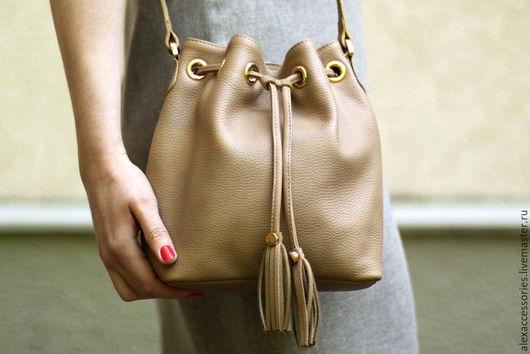 Женские сумки ручной работы. Ярмарка Мастеров - ручная работа. Купить Бежевая кожаная женская сумка Dara. Handmade.