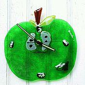 """Часы ручной работы. Ярмарка Мастеров - ручная работа Фьюзинг. Часы """"Яблоко"""". Авторские часы. Стекло. Handmade."""
