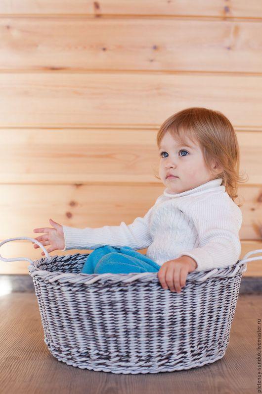 Корзина из бумажной лозы «Винтаж». Может использоваться для фотосессий новорожденных, декорирования помещений и фотозон, на кухне, в ванной и т.д.