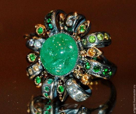Кольцо с уральским изумрудом в винтажном стиле из серебра `Королевская Хризантема`