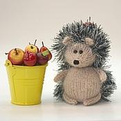 Куклы и игрушки ручной работы. Ярмарка Мастеров - ручная работа Вязаный ежик. Сбор урожая.. Handmade.