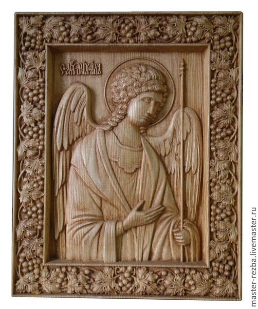 Молитвы и покровительство  Икона святого Михаила архангела помогает тем, кто молится не только о мертвых, но и о живых. К ней обращаются, прося об излечении больных, так как принято думать, что болезни - это от лукавого, с которым боролся князь ангелов. Также она используется при освящении жилища. Считается, что дом будет надежно защищен от посягательств извне. Его обойдут стороной как лихие люди, так и злобные бесовские сущности. Полезно молиться перед иконой о живых членах семьи, тогда их будут обходить всяческие искушения, духовная слабость и сомнения в вере. Архангел выступает покровителем конюхов и строителей. На страницах Книги Книг есть упоминания и о том, что Михаилу отведена важная роль в последние дни мира. В России построено множество храмов во славу командира небесного войска, в каждой церкви есть икона архангела Михаила. Значение молитв, обращенных к нему, трудно переоценить. Каждое благое дело во имя него, каждая честная милостыня, совершенная христианином при земной жизни, не будет забыта Михаилом.
