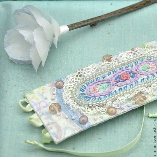 Браслеты ручной работы. Ярмарка Мастеров - ручная работа. Купить Браслет текстильный с вышивкой в пастельных тонах. Handmade. Винтажный стиль