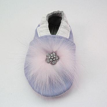 Обувь ручной работы. Ярмарка Мастеров - ручная работа Кожаные детские тапочки пинетки.чешки, кожаная обувь. Handmade.