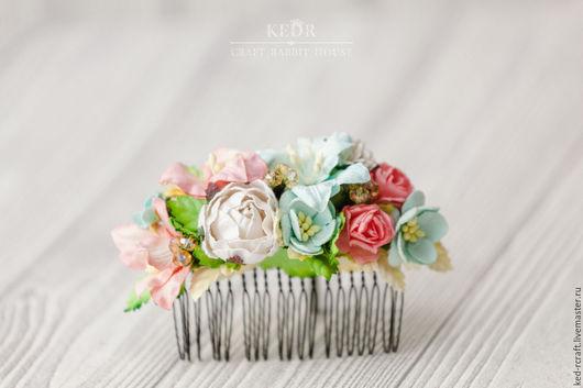 """Свадебные украшения ручной работы. Ярмарка Мастеров - ручная работа. Купить гребень """"Далекие остров"""" кораллово-мятная цветочная заколка невесты. Handmade."""