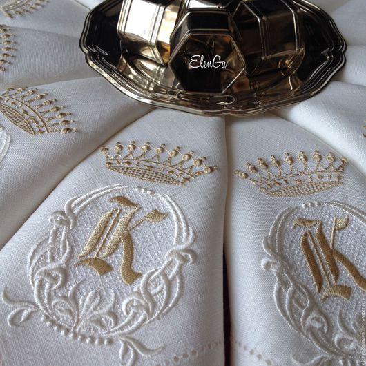 Текстиль, ковры ручной работы. Ярмарка Мастеров - ручная работа. Купить Салфетка с вышивкой скатерть - Белая лилия монограмма А-Я с короной. Handmade.