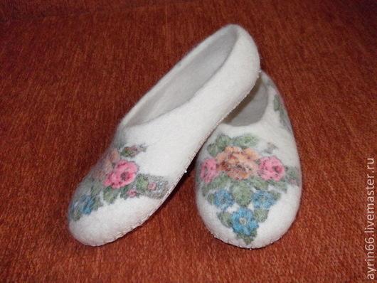 """Обувь ручной работы. Ярмарка Мастеров - ручная работа. Купить Тапочки """"Маланья"""". Handmade. Тапочки домашние, обувь, белый"""