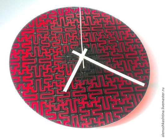 """Часы для дома ручной работы. Ярмарка Мастеров - ручная работа. Купить Часы настенные """"Лабиринт минотавра"""". Handmade. Ярко-красный"""