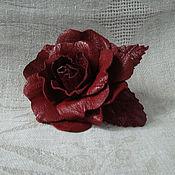 Брошь-булавка ручной работы. Ярмарка Мастеров - ручная работа Брошь из кожи Роза красная. Handmade.