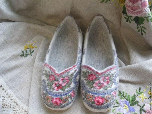 Обувь ручной работы. Ярмарка Мастеров - ручная работа. Купить Тапочки валяные Утро. Handmade. Тапочки, шерсть