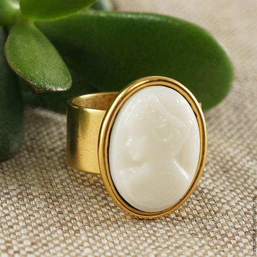 Кольца ручной работы. Ярмарка Мастеров - ручная работа. Купить Кольцо Камея кремовая (стекло 13х18мм). Handmade. Камея