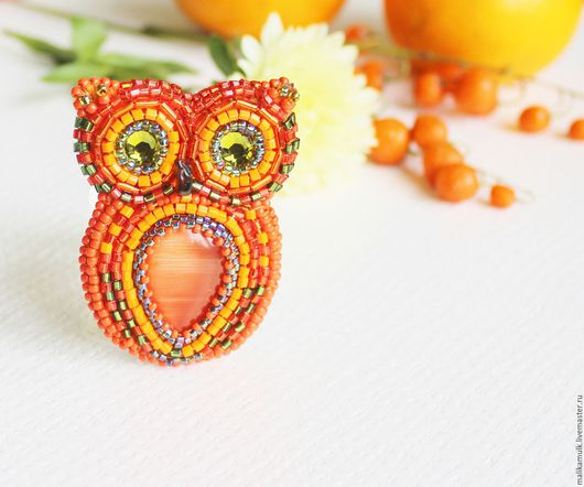 оранжевая брошка-сова
